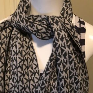 Michael by Michael Kors scarf excellent